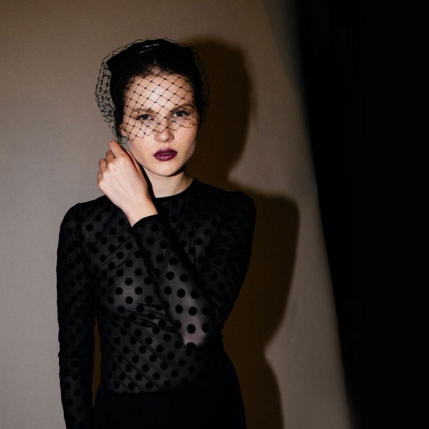 La conturbante Dita Von Teese e la sensuale eleganza sartoriale di Murmur selezionate da Variabilinascoste